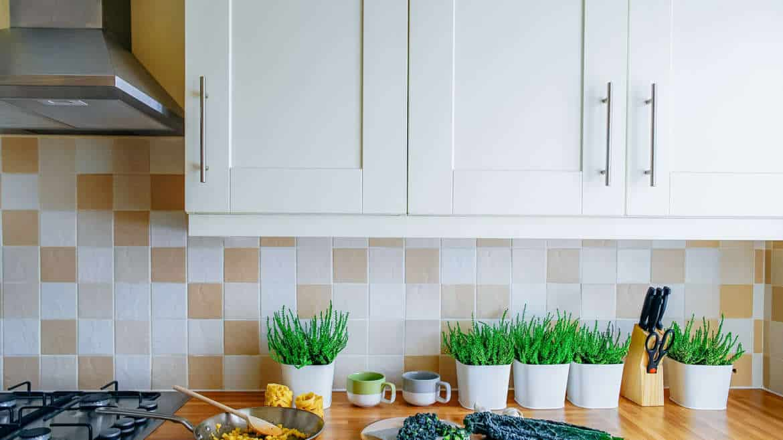 Rengör köksfläkten – det lättaste sättet